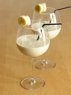 Lassi banane Juice Drinks, Cocktail Drinks, Fun Drinks, Alcoholic Drinks, Cocktails, Healthy Diet Recipes, Veggie Recipes, Healthy Drinks, Indian Food Recipes