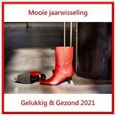 Team De Splenter Schoenen wenst je een veilige en mooie jaarwisseling en een gezond en gelukkig 2021. We missen je ☺️ en hopen je in het nieuwe jaar snel weer te kunnen ontmoeten. Laten we er samen een mooi nieuw jaar van maken. 🥂🍾 Hunter Boots, Happy New, Rubber Rain Boots, Espadrilles, Sneaker, Slippers, News, Fashion, Accessories