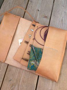 Knitting Needle Storage, Knitting Needles, Diy Leather Projects, Leather Craft, Needle Case, Sewing Box, Laptop Case, Leather Working, Crochet