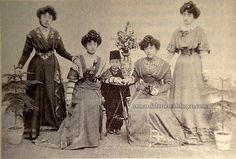 Osmanlı Hanedan Fotoğrafları Murat V - Soldan sağa Adile Sultan, Behiye Sultan, Rukiye Sultan, Atiye Sultan 1906