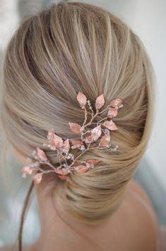 Amazing Wedding Makeup Tips – Makeup Design Ideas Blonde Bridal Hair, Bridal Hair And Makeup, Bride Makeup, Wedding Makeup Tips, Wedding Hair Pins, Wedding Ideas, Wedding Details, Pastel Wedding Theme, Gold Wedding