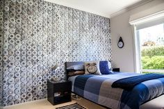 Teen boys' bedroom with a chic industrial style