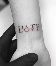 If you walk into a tattoo studio, you can easily see that there are virtually no limits to tattoo designs. and, as the work of a tattoo artist is much more than si Diy Tattoo, Amor Tattoo, Tattoo Art, How To Tattoo, Hana Tattoo, Body Art Tattoos, Lover Tattoos, Female Tattoos, Tattoo Girls