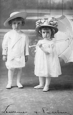 Lawrence+and+Barbara+Bateman. Adorable little wealthy siblings fotos Lawrence and Barbara Bateman Vintage Children Photos, Images Vintage, Vintage Girls, Vintage Pictures, Old Pictures, Vintage Postcards, Old Photos, Antique Photos, Vintage Photographs
