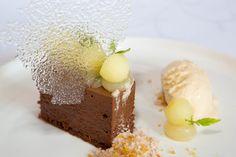 Chocoladetruffeltaart met zoete appel en roomijs van Butterscotch