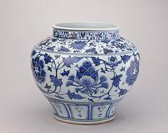 景德镇窑青花牡丹纹罐,元,高27.5cm,口径20.4cm,足径19cm,  Yuan Dynasty, China