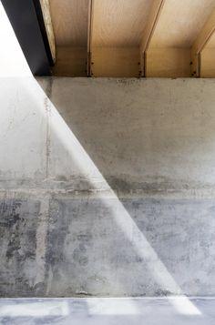 Concrete wall. Plywood House by Simon Astridge. #minimal