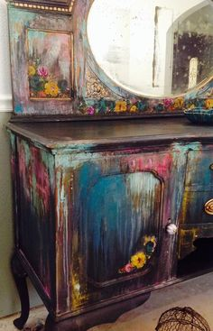 The Shabby Chic décor style popularized by Rachel Ashwell and Arhaus seeks to have an opulent vintage look. Shabby Chic furniture is given a distressed look by covered in sanded milk paint. Funky Painted Furniture, Paint Furniture, Upcycled Furniture, Shabby Chic Furniture, Furniture Projects, Furniture Makeover, Vintage Furniture, Cool Furniture, Refinished Furniture