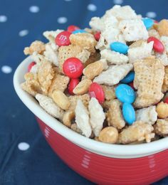 Patriotic White Chocolate Muddy Buddies! Perfect for your 4th of July barbecue or picnic.