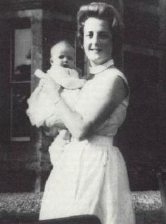 Baby Diana & her mother Frances.
