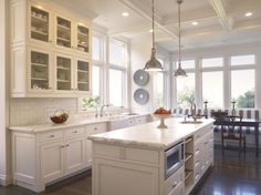 nice-kitchen-remodeling-with-white-cabinets-and-subway-tile-backsplash-plus-coffered-ceiling-and-kitchen-island-also-pendant-light-fixture-plus-striped-banquette-seating-and-transom-windows-915x686.jpg (915×686)
