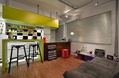 Projeto em apartamento de jovem casal prima pelo estilo descontraído e inusitado