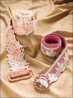 lacy belt, easy to make Romantic Lace, Diy For Girls, Diy Accessories, Love Crochet, Refashion, Lace Detail, Dance Shoes, Feminine, Bows