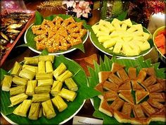 An assortment of local kuih to take diners down memory lane. Pinoy Dessert, Filipino Desserts, Filipino Recipes, Filipino Food, Fiesta Cake, Fiesta Theme Party, Party Party, Party Ideas, Filipiniana Wedding Theme