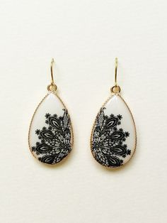 White Teardrop Earrings Black and White by CapriciousBijoux, ¥1750