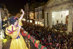 Snow White meets the crowds at the Christmas lights