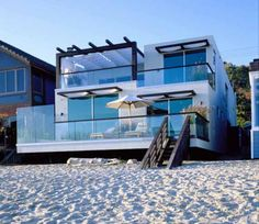 I love the contemporary style of this house