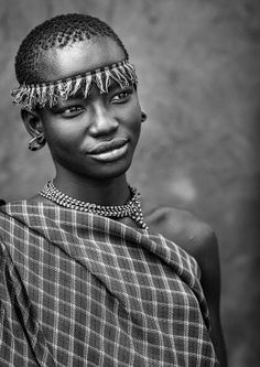 Culture Photographed --- Miss Domoget, Bodi Tribe Woman With Headband, Hana Mursi, Omo Valley, Ethiopia African Tribes, African Diaspora, African Women, Black And White Portraits, Black And White Photography, Black Is Beautiful, Beautiful People, Eric Lafforgue, Namaste