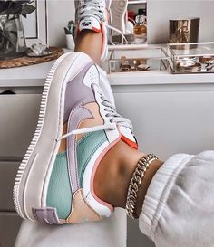 Image discovered by Ola Kogut. Find images and videos about shoes nike and colo Trendy Outfits Nike Shoes Air Force, Nike Air Force Ones, Nike Air Force 1 Outfit, Jordan Shoes Girls, Girls Shoes, Cute Sneakers For Women, Crazy Shoes, Me Too Shoes, Souliers Nike