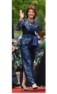 Queen Silvia of Sweden was simply sparkling in a metallic blue lace ensemble for the Festival Theatre (Festspielhaus) on July 25 in Bayreuth, southern Germany. Photo: Getty Images