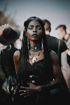 Fashion looks 334462709823955452 - Theresa Fractale Source by jackyfranois Afro Punk, Pretty People, Beautiful People, Beautiful Women, Beautiful Celebrities, Black Goth, Black White, Witch Aesthetic, Gothic Aesthetic