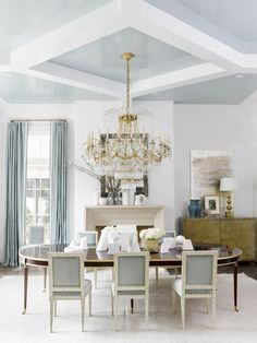 Why Suzanne Kasler loves using a white wall in her interior design spaces. She used a high gloss white paint by Fine Paints of Europe (NCS S for the walls of the dining room. She had never lacquered a dining room in white before, and it was so Dining Room Blue, Elegant Dining Room, Luxury Dining Room, Dining Room Design, Fireplace In Dining Room, Dining Chairs, Room Chairs, Kitchen Design, Muebles Shabby Chic