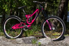 Pink Specialized MTB... omg I'm in love.