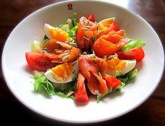 Kääpiölinnan köökissä: Sitä kutsuttiin salaatiksi.... väsypäivän lohisalaatti
