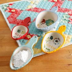 Dress up your kitchen furniture with a small budget - HomeDBS The Pioneer Woman, Pioneer Woman Dishes, Pioneer Woman Kitchen, Pioneer Woman Recipes, Pioneer Women, Ree Drummond, Christmas Wishes, Kitchen Gadgets, Vibrant Colors