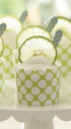 A deconstructed Key Lime Pie in a cup! These Key Lime Cups are a great Easter dessert idea or perfect for Mother's Day. Includes video tutorial too. Easy Summer Desserts, Summer Dessert Recipes, Fancy Desserts, Spring Recipes, Easter Recipes, Easter Desserts, Summer Treats, Yogurt Pie, Sweets