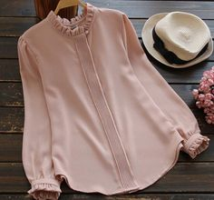 Love or want to try a preppy style that embraces more feminine features? Here is a blouse with classic designs including ruffled neckline and ruffles at the sleeve ends, pleats covering up the button- Modest Fashion, Hijab Fashion, Fashion Dresses, Jw Mode, Bluse Outfit, Hijab Outfit, Mode Blog, Designs For Dresses, Mode Inspiration