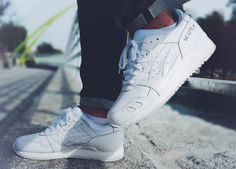 Sweetsoles – Sneakers, kicks and trainers. On feet.