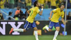 Par Esther Versiere Le Brésil a battu (3-1) la Croatie au stade Arena Corinthians à Sao Paulo et prend la tête du Groupe A à l'ouverture de la 20e Coupe du monde de l'histoire. Neymar a inscrit un doublé (29e et 71e, s.p.) et Oscar (90e+1). A la 11e minute, la Croatie avait ouvert leContinue Reading →