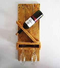 Estante para botella y copas de vino utilizando madera recuperada.