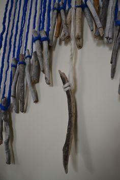 Telar hecho con palos y lana de oveja