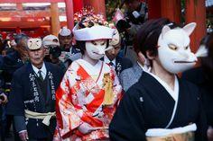 狐の嫁入り (kitsune no yomeiri)  A Fox's Wedding  Foxes' Wedding Procession is a traditional event held in various regions in Japan. People think a fox's wedding ceremony is being held during a sunshower.