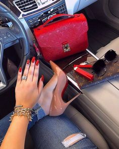 Luxury Index Shows . Wealthy Lifestyle, Luxury Lifestyle Fashion, Boujee Lifestyle, Luxury Purses, Luxury Bags, Heels Outfits, Shoes Heels, Talons Sexy, Accessoires Iphone