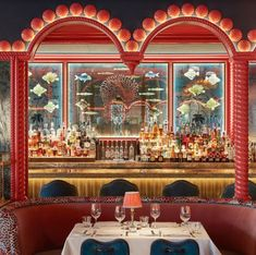 Truly decadent 🥂 With its rich reds, golds, blues and luxurious textures, the beautiful Las Vegas restaurant @mayfairlv is so sumptuous and alluring. But it's the gorgeous underwater feel that really takes you somewhere totally otherworldly. A backdrop of tropical fishes and intricate shell decor transport you seamlessly down into the mystical underworld. 🧜♀️ So mesmerising! ✍️ @martinbrudnizki @m_b_d_s 📸 @james_mcdonald_photography
