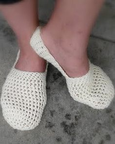 I love the simplicity of these slippers; quite lovely. I'll be making these soon!