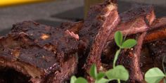 Mesquite-Smoked Beef Ribs with Vinegar BBQ Sauce Recipe Sauce Recipes, Pork Recipes, Grilling Recipes, Cooking Recipes, Smoker Recipes, Vinegar Bbq Sauce, Hearty Beef Stew, Food Network Canada, Smoked Beef