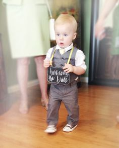 Dapper toddler + Cute Sign = Sweetest Ring Bearer Ever! Diamond Cluster Engagement Ring, Diamond Promise Rings, Rose Gold Diamond Ring, Gold Diamond Wedding Band, Wedding Outfit For Boys, Ruby Wedding Rings, Wedding Promises, Ring Bearer Outfit, Bridal Ring Sets