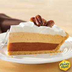 When Pumpkin meets Cheesecake, deliciousness occurs. Check out our delicious recipe for Triple-Layer Pumpkin Pie. Cheap Clean Eating, Clean Eating Snacks, Pumpkin Recipes, Pie Recipes, Dessert Recipes, Pumpkin Pie Cheesecake, Cold Cake, Salty Cake, Desert Recipes