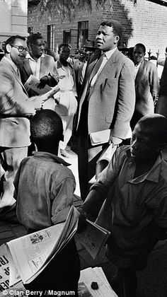 Nelson Mandela, then acting as a defense lawyer, outside the Drill Hall, during the Treason Trial, the first major trial for treason in South Africa. Nelson Mandela, Victor Hugo, African National Congress, Digital History, Apartheid, Magnum Photos, Historical Pictures, The New Yorker, African American History