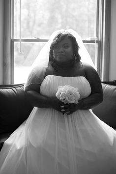 #plussizebride #curvybrides {Real Plus Size Wedding} Intimate Annapolis Wedding | Lola Snaps Photography | Pretty Pear Bride | See more here: http://prettypearbride.com/real-plus-size-wedding-intimate-annapolis-wedding-lola-snaps-photgraphy/ | Submit here: www.prettypearbride.com/submissions