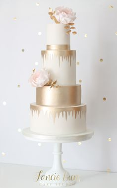 Tiers of luxurious gold lustre statement modern blush sugar roses & gold leaves. Tiers of luxurious gold lustre statement modern blush sugar roses & gold leaves. Blush Wedding Cakes, Floral Wedding Cakes, Wedding Cake Rustic, Elegant Wedding Cakes, Beautiful Wedding Cakes, Wedding Cake Designs, Wedding Cake Toppers, Beautiful Cakes, 4 Tier Wedding Cake