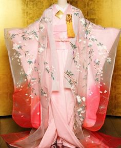 "this is called ""new style of kimono for wedding"" SERIOUSLY? totally looks like a SLAT. pink no pattern kimono is likely underwear called nagajuban. and what long sleeves kind? Japan Fashion, Kawaii Fashion, Retro Fashion, Furisode Kimono, Kimono Dress, Kimono Tradicional, Style Kimono, Kimono Japan, Japanese Costume"