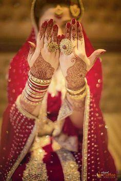 Gorgeous bridal mehendi or henna designs. Bridal Mehndi Designs, Bridal Henna, Mehandi Designs, Indian Bridal, Wedding Henna, Heena Design, Beautiful Mehndi Design, Beautiful Bride, Desi Wedding