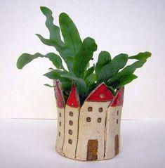 HÄUSCHEN Small ceramic planter - a designer piece by beckkeramik at . - HOUSE Small ceramic planter – a unique product by beckkeramik on DaWanda - Clay Houses, Ceramic Houses, Ceramic Planters, Ceramic Clay, Pottery Plates, Slab Pottery, Pottery Mugs, Pottery Clay, Thrown Pottery