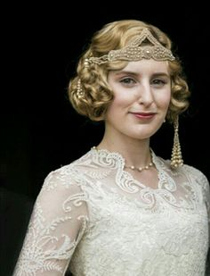 Downton Abbey Season 6 Episode 9 Christmas Special and Series Finale: Laura Carmichael as bride Edith Pelham, Lady Hexham Great Gatsby Party Outfit, The Great Gatsby, Downton Abbey Costumes, Downton Abbey Fashion, Hollywood Glamour, Old Hollywood, Look Gatsby, Gatsby Style, Edith Crawley