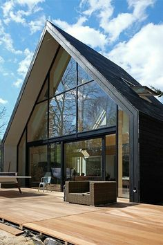 Loft oversteek Modern Barn House, Modern House Design, Residential Architecture, Architecture Design, A Frame House, Shed Homes, House Extensions, Exterior Design, Future House